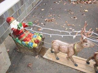 萌木のクリスマスお店の前で