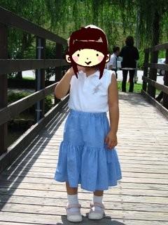スカート着用のアン