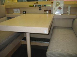 液晶パネルがないテーブル席