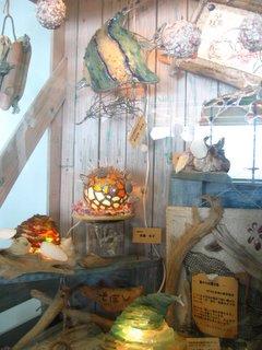 ビーチコーミング(漂流物)で作られた物の展示