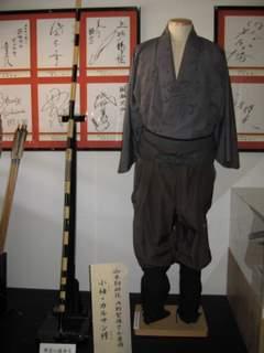 内田聖陽さんの衣装