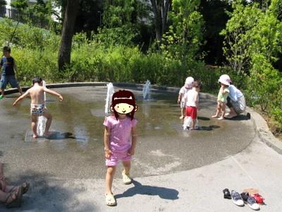 水遊びするアンたち