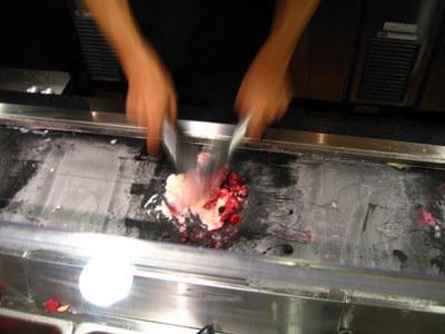 アイスとトッピングを混ぜ混ぜ・・