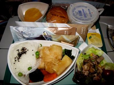 エミレーツ・エコノミークラス機内食1