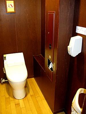 デラックストイレ の個室
