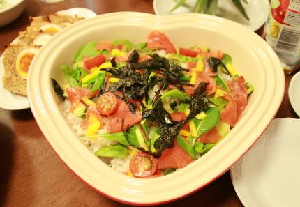 スモークサーモンとアボカドのお寿司