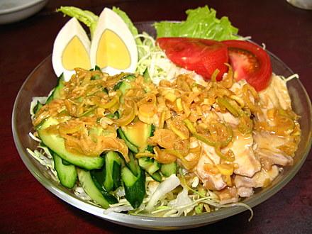 ギョウザ萬金の棒々鶏サラダ