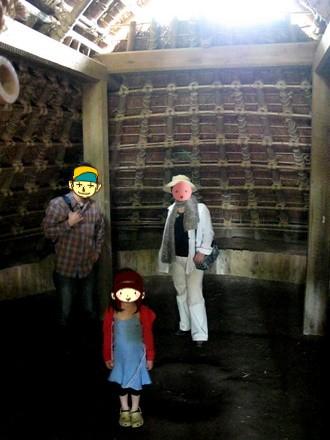 竪穴式住居の中の様子