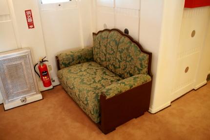 船内のソファ