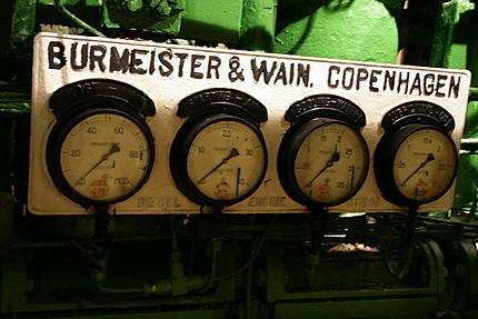 エンジンルームの計器