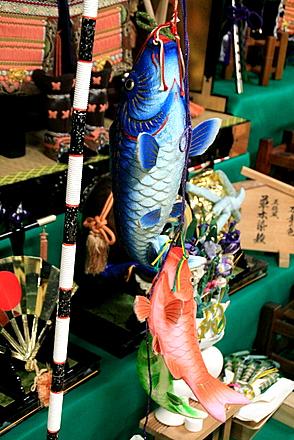 段飾りと鯉のぼり
