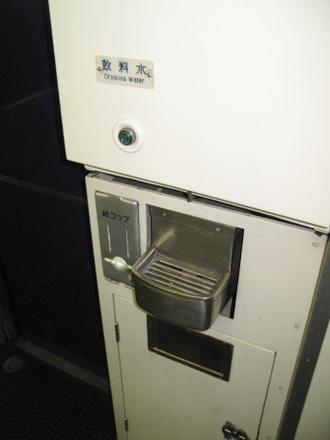 B寝台デッキの飲料水コーナー