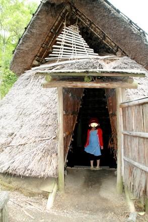 竪穴式住居の入口