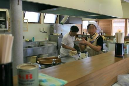 中華そば 三平の厨房