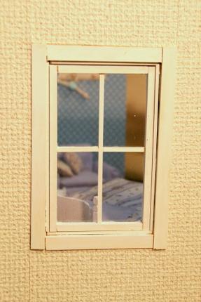 ドールハウスの窓