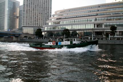 パシフィコ横浜方面を眺める