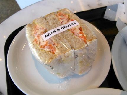 クリームチーズとサーモンのサンドイッチ
