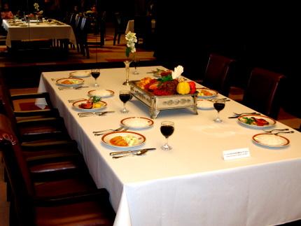 ディナーの再現テーブル