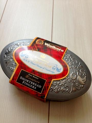 Walkersのジョージ王子誕生記念ショートブレッド缶