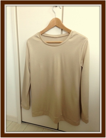 ニットの長袖Tシャツ