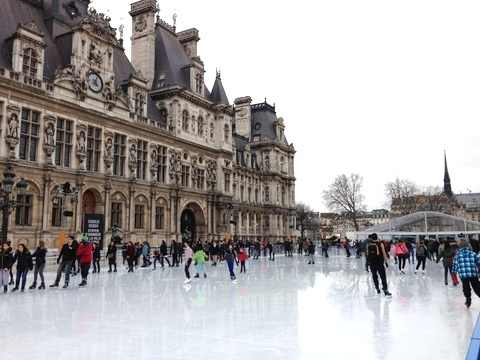 フランス滞在|パリ市庁舎前のアイススケートリンク